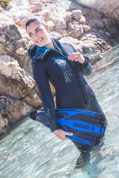 Femme en combinaison de plongée sous-marine Alize Beuchat